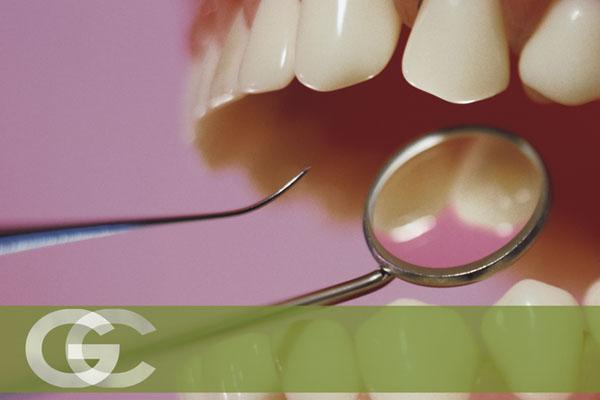 periodoncia en sevilla, sangrado de encías, infección de encías, solución a la periodontitis