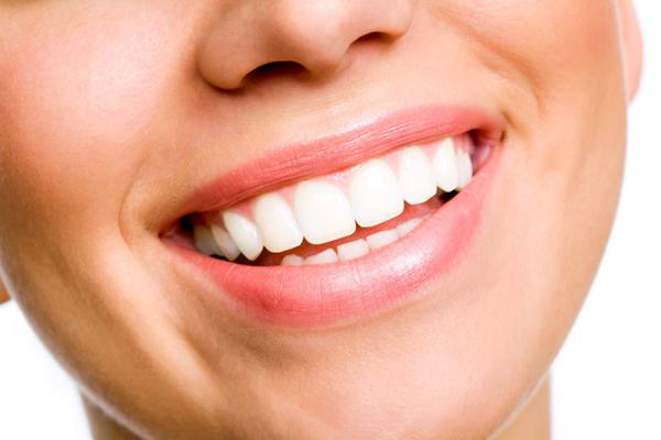 estética dental en sevilla, carillas dentales en Sevilla, fundas dentales en Sevilla, blanqueamiento dental en Sevilla, cierre de espacios entre los dientes en Sevilla, diseño de sonrisa en Sevilla