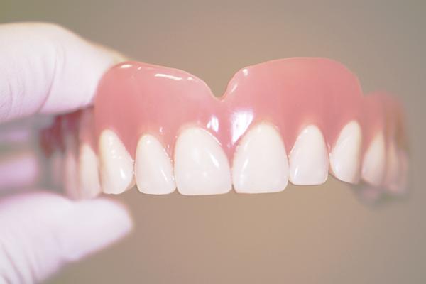 prótesis dentales en Sevilla, dentaduras postizas en sevilla, cuidados para la dentadura postiza