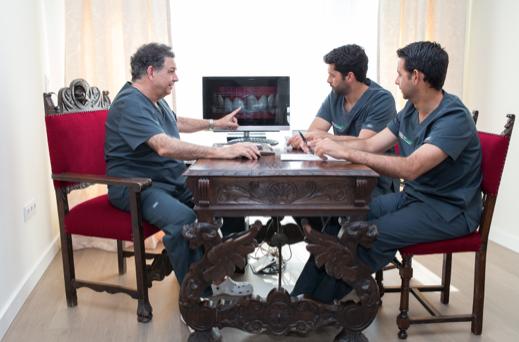 equipo multidisciplinar Garcelán Clinic, clinica dental en sevilla