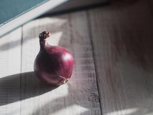 evitar comer cebolla para mejorar el mal aliento o halitosis